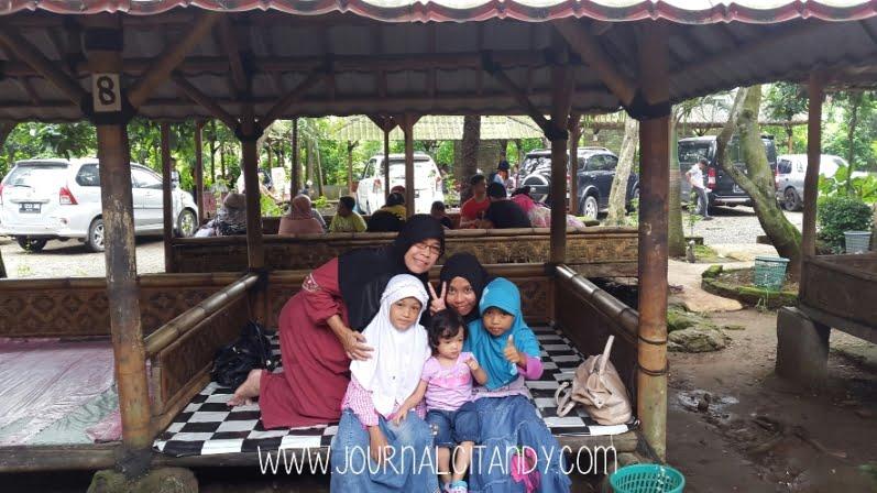 Rumah Makan Pepes Walahar Karawang